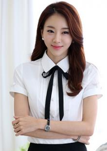 女性修身型纯色短袖方领纯色蝴蝶结衬衣